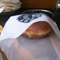 Das Foto wurde bei Top Pot Doughnuts von Anne L. am 9/29/2012 aufgenommen