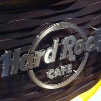4/17/2013 tarihinde Arianna T.ziyaretçi tarafından Hard Rock Cafe Barcelona'de çekilen fotoğraf