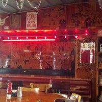 Foto tirada no(a) The Red Bar por JC J. em 12/16/2012