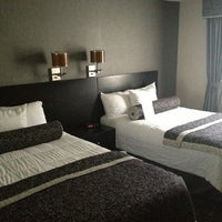 Foto tomada en Ramada Plaza West Hollywood Hotel and Suites por Fabrizio A. el 12/25/2012