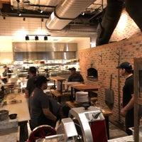 Foto tirada no(a) Matchbox Vintage Pizza Bistro por Rakan A. em 7/15/2018