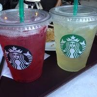 Foto tirada no(a) Starbucks por Pufi P. em 8/5/2013