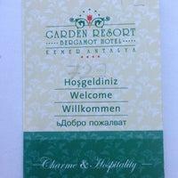 7/2/2013 tarihinde Polina B.ziyaretçi tarafından Garden Resort Bergamot'de çekilen fotoğraf