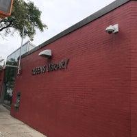 Foto scattata a Queens Library at Sunnyside da Jesse H. il 9/23/2018