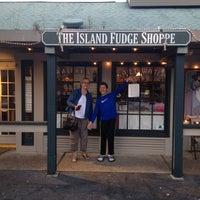 4/22/2014 tarihinde Gene S.ziyaretçi tarafından The Island Fudge Shoppe'de çekilen fotoğraf