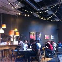 Foto tirada no(a) Awaken Cafe & Roasting por Yosr N. em 12/13/2012