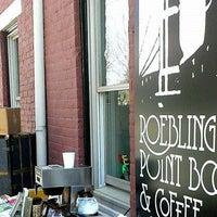 6/4/2014 tarihinde Roebling Point Books & Coffeeziyaretçi tarafından Roebling Point Books & Coffee'de çekilen fotoğraf