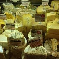 Das Foto wurde bei Murray's Cheese von Rob B. am 5/12/2013 aufgenommen