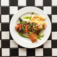Foto tomada en Well Street Kitchen por Well Street Kitchen el 6/13/2017