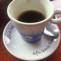 Foto tomada en Cafés Caballo Blanco por Akın E. el 5/21/2018