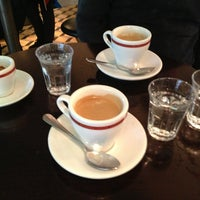 Photo prise au Adriano's Bar & Café par rouge le1/3/2013