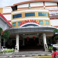 Foto diambil di Mega Mall oleh Lusye R. pada 2/8/2013