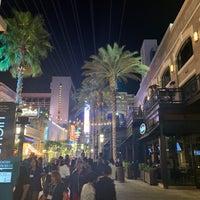 Foto scattata a The LINQ Promenade da Mossman $. il 11/6/2018