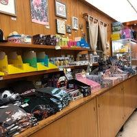 Снимок сделан в Giant Robot Store пользователем Mary R. 1/3/2018