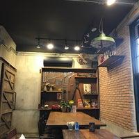 Foto scattata a IM Café da Chananart C. il 10/20/2017