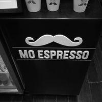 6/19/2013 tarihinde Leigh G.ziyaretçi tarafından Mo Espresso'de çekilen fotoğraf