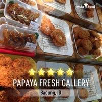 9/29/2013にHENRYがPapaya Fresh Galleryで撮った写真