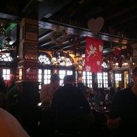 Das Foto wurde bei McGillin's Olde Ale House von Alejandra Y. am 2/2/2013 aufgenommen