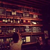 Das Foto wurde bei Sycamore Flower Shop + Bar von Jane H. am 4/21/2013 aufgenommen