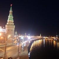 Photo prise au Bolshoy Kamenny Bridge par Julia G. le3/29/2013