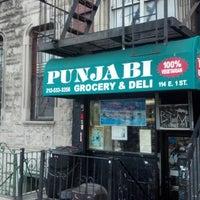 Photo prise au Punjabi Grocery & Deli par Ryan H. le12/7/2012