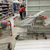 รูปภาพถ่ายที่ Macro Mercado โดย Laura R. เมื่อ 9/20/2014