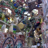 Foto tirada no(a) Philadelphia's Magic Gardens por Matt F. em 3/9/2013