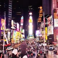 Foto scattata a Times Square da Todd T. il 10/15/2013