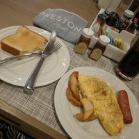 Снимок сделан в Preston's Brasserie пользователем Zoe A. 9/4/2016