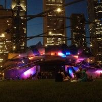 6/9/2012 tarihinde Christopher R.ziyaretçi tarafından Jay Pritzker Pavilion'de çekilen fotoğraf