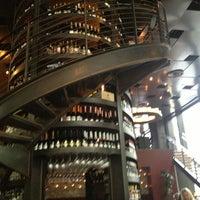 9/15/2013 tarihinde Brian R.ziyaretçi tarafından Purple Café & Wine Bar'de çekilen fotoğraf