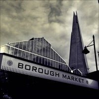 Foto tirada no(a) Borough Market por Chris K. em 2/18/2013