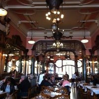 Foto tirada no(a) Majestic Café por Kara K. em 4/17/2013