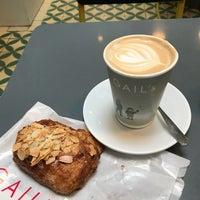Photo prise au GAIL's Bakery par Khalid A. le9/22/2018
