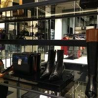 Foto tomada en BOSS Store por Alain L. el 12/30/2012