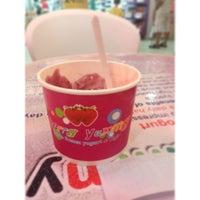 Foto diambil di Berry Yummy Italian Yogurt oleh Anne O. pada 9/13/2013