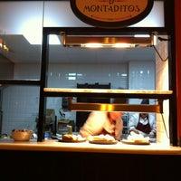 Foto tomada en 100 Montaditos por Diego C. el 2/23/2013