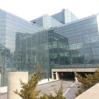 Foto tomada en Jacob K. Javits Convention Center por Samantha T. el 2/26/2013