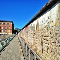 Das Foto wurde bei Baudenkmal Berliner Mauer von Carlos Alberto M. am 5/16/2013 aufgenommen