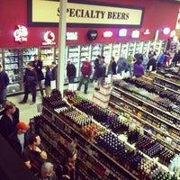 11/15/2013 tarihinde Kerry B.ziyaretçi tarafından Binny's Beverage Depot'de çekilen fotoğraf