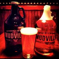 Foto scattata a Mudville Restaurant & Tap House da Mudville Restaurant & Tap House il 7/8/2015