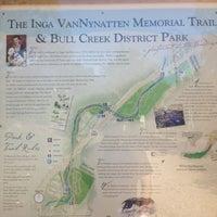 Foto tirada no(a) Bull Creek Greenbelt por Tomas R. em 9/21/2012