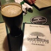 Foto tomada en Arbor Brewing Company por Alyee H. el 12/15/2012