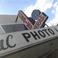 รูปภาพถ่ายที่ Colonial Photo & Hobby โดย Nokin เมื่อ 4/25/2013
