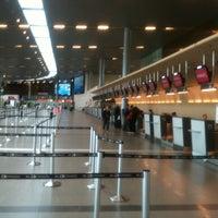 Foto diambil di Aeropuerto Internacional El Dorado (BOG) oleh Juan David C. pada 6/8/2013