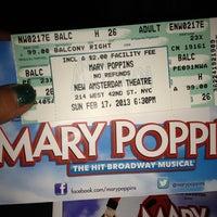 Foto tirada no(a) Disney's MARY POPPINS at the New Amsterdam Theatre por María Laura C. em 2/18/2013
