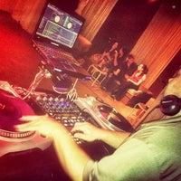 Das Foto wurde bei Oasis Night Life von Disturb t. am 1/5/2013 aufgenommen