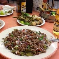 รูปภาพถ่ายที่ Los Hornillos โดย Maggie T. เมื่อ 7/10/2013