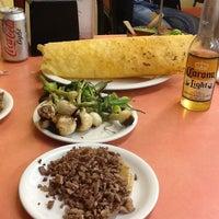 รูปภาพถ่ายที่ Los Hornillos โดย Maggie T. เมื่อ 7/4/2013