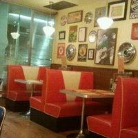 Снимок сделан в Bernie's Diner пользователем Alexandre A. 1/12/2013